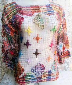 blusa vazada de renda filé. Ideal para ser usada como uma peça sobreposta a uma…