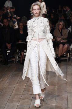 Alexander McQueen ready-to-wear spring/summer '16: Pinterest| StylishVein ⏎