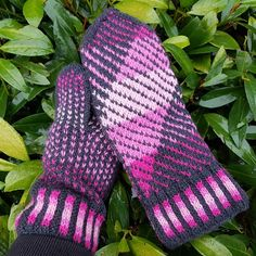 Annikas Hit o Dit – Dela dina vantar! Knit Mittens, Knitting Socks, Mitten Gloves, Knit Socks, Fair Isle Knitting Patterns, Knitting Ideas, Leg Warmers, Inspiration, Fair Isles