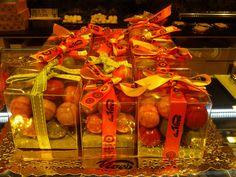 Regals amb boles de chocolata. Passeig de Gràcia, Barcelona