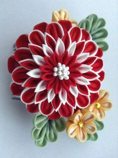 Satin Ribbon Flowers, Ribbon Art, Ribbon Crafts, Felt Flowers, Fabric Flowers, Ribbon Hair Clips, Hand Embroidery Videos, Arts And Crafts, Diy Crafts