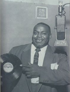 Songwriter and standup bass player extaordinaire: Willie Dixon Jazz Blues, Blues Music, Willie Dixon, William Christopher, True Roots, Classic Blues, Vocal Coach, Blues Artists, Old Music