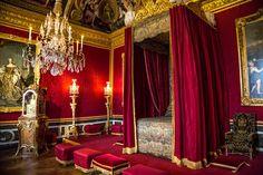 The canopy bed of Louis XIV of France de Zonnekoning van het paleis in Versailles