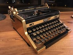 ROYAL 50th Anniversary Quiet Deluxe Gold plated Typewriter - RARE EXCELLENT COND Royal Typewriter, Portable Typewriter, Vintage Typewriters, Bubblegum Pink, Beveled Glass, 50th Anniversary, Vintage Antiques, Tools, Lush