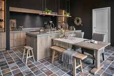 Kitchen Dinning Room, New Kitchen, Kitchen Decor, Interior Design Kitchen, Modern Interior Design, Cosy House, Black Kitchens, Kitchen Remodel, Outdoor Furniture Sets