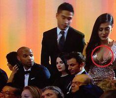 Piękna kobieta obiektem zainteresowania Francuza • Thierry Henry patrzy na ładne piersi podczas gali złotej piłki • Wejdź i zobacz >> #henry #football #soccer #sports #pilkanozna #funny