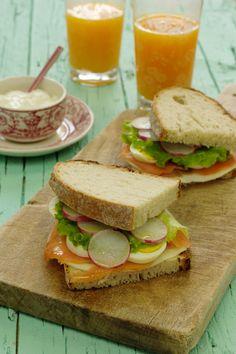 Cinco Quartos de Laranja: Sandes de salmão fumado com queijo e ovo