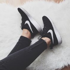 30d52b5cd1b Black and white nike roshe run .... Dream shoes!!