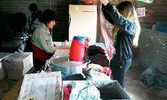 El sábado 26 estuvieron visitando a los chicos de Aclaró para llevarles algunas donaciones como una olla, un termo que usaran para la hora de la merienda y varias cajas de ropa para niños y adolescentes.