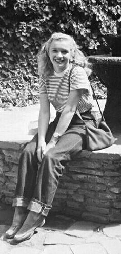 Norma Jeane in San Juan Capistrano, California. Photo by Andre de Dienes, 1946.