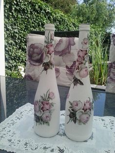 Sierflessen met bloemendecor van servetten