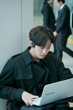 Ahn HyoSeop, Abyss Drama Set Behind-the-Scene + Poster Behind Shooting Scene Korean Male Actors, Handsome Korean Actors, Korean Celebrities, Asian Actors, Queen Of The Ring, Ahn Hyo Seop, Joon Hyuk, Romantic Doctor, Park Bo Young