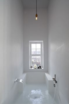 Interior design Minimalist Bath - Here we showcase a a collection of perfectly minimal interior design examples for you to use as inspiration Check out the previous post in the series 28 Bad Inspiration, Bathroom Inspiration, Interior Inspiration, Bathroom Ideas, Bathtub Ideas, Bathroom Layout, Bathroom Colors, Big Bathtub, Bathroom Goals
