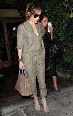 Jennifer Lopez and Leah Remini J Lo Fashion, Star Fashion, Look Fashion, Fashion Pants, Fashion Dresses, Womens Fashion, Stylish Outfits, Cute Outfits, Jennifer Lopez Photos