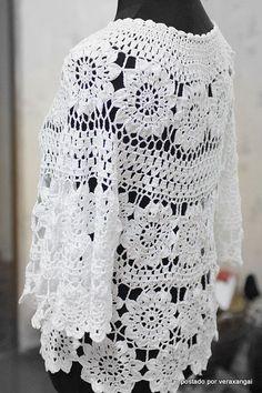 Oi amigas!   Blusa linda com rosetas em croche:           gráfico 1   gráfico 2   Espero que gostem!   Bjo   Veraxangai