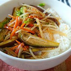 なす、ブロッコリー、じゃがいも、にんじん、もやし - 8件のもぐもぐ - なす野菜炒め丼 by nobuyaadd9th