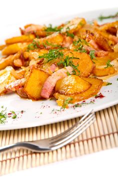 Pommes de terre avec fromage et bacon Voici, Carrots, Bacon, Curry, Pork, Chicken, Meat, Vegetables, Ethnic Recipes