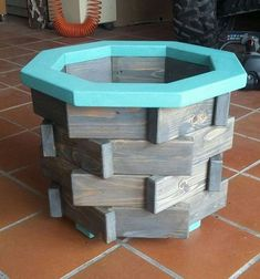 Hexagon planteroutdoor planterindoor planterrustic These planters are made of HT pallet wood.They are safe for all your gardening needs. Scrap Wood Projects, Cool Woodworking Projects, Diy Woodworking, Diy Outdoor Wood Projects, Pallet Projects, Rustic Planters, Outdoor Planters, Palette Deco, Planter Boxes