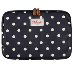 This classic Spot laptop sleeve contains a protective memory foam lining, and is completed in our matt oilcloth with leather trims. Please check the measurements of your laptop to ensure a perfect fit.