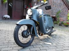 Optisches Tuning Simson Schwalbe - Forum Mofapower.de Electric Moped, Honda Ruckus, Vespa Scooters, Photo Archive, Cars And Motorcycles, Vintage Cars, Cool Cars, Classic Cars, Bike