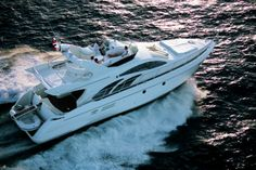 Azimut 50 #Yacht - From above view. MotorBoat Design by Stefano Righini. Boatyard: Azimut Yachts. Year: 2001. Find out more at: http://www.barcheyacht.it/scheda-tecnica/azimut-yachts-azimut-50/
