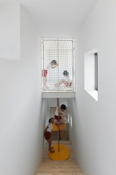 Like how the external play nets lead inside. OB Kindergarten and Nursery / HIBINOSEKKEI + Youji no Shiro