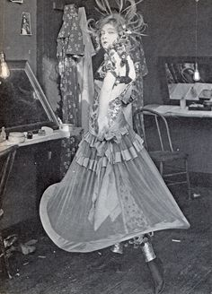 Lillian Gish, as a showgirl (!), in the sadly lost DIANE OF THE FOLLIES (1916) Old Hollywood Glamour, Vintage Glamour, Vintage Hollywood, Vintage Beauty, Classic Hollywood, Dorothy Gish, Lillian Gish, Silent Film Stars, Movie Stars