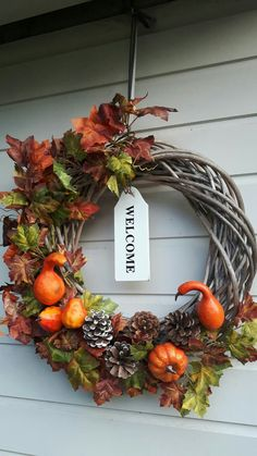 Herfstkrans Window Swags, Autumn Wreaths, Autumn Inspiration, Door Wreaths, Halloween Crafts, Fall Decor, Flower Arrangements, Diy Crafts, Natural