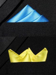 Formas de doblar un pañuelo de bolsillo para llevar con tu traje de caballero. Pásate un rato por nuestro blog de moda.