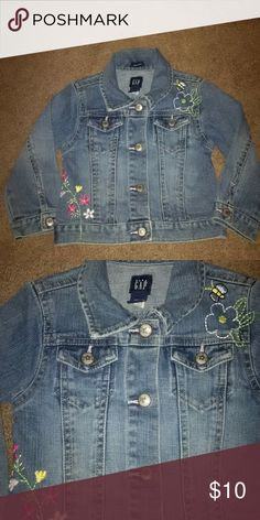 Adorable Gap Jean jacket Jean jacket size 3t like new condition no stains or rips!!  *all items come from a smoke free home** Gap Jackets & Coats Jean Jackets