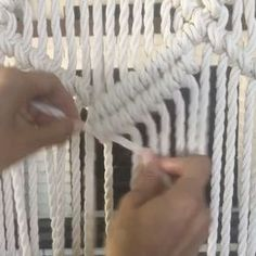 """Diagonal clove hitch knot video. Macrame knots free tutorial - E L S I E G O O D W I N (@reformfibers) on Instagram: """"One of my most popular patterns has rows of Diagonal Clove Hitch Knots, which can be a challenge to…"""""""