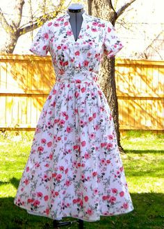 Nayla's Notions: Tea Garden dress / McCall's 6503