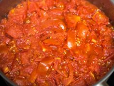 Best Tomato Recipes How to Make the Best Tomato Sauce From Fresh Tomatoes - Fresh tomatoes can be transformed into a complex, rich, balanced, and multi-layered tomato sauce. Fresh Tomato Sauce Recipe, How To Make Tomato Sauce, Fresh Tomato Recipes, Homemade Tomato Sauce, Pasta Sauce With Fresh Tomatoes, Fresh Recipe, Grow Tomatoes, Homemade Marinara, Sauce Recipes