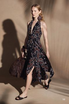 Michael Kors Collection Resort 2018 Fashion Show Collection: See the complete Michael Kors Collection Resort 2018 collection. Look 10 Milan Fashion Weeks, Fashion 2018, New York Fashion, Teen Fashion, Runway Fashion, Fashion Models, High Fashion, Fashion Tips, Fashion Trends