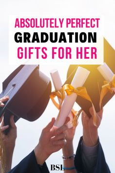 these high school graduation gift ideas gave me the perfect ideas for graduation gifts for her! Outdoor Graduation Parties, Graduation Party Themes, High School Graduation Gifts, Graduate School, Grad Parties, Grad Party Decorations, Graduation Party Centerpieces, Diy 2019, Presents For Her