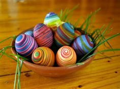 Simple way to decorate your Easter eggs. The process starts by placing the egg in the lightest dye, followed by wrapping the egg in several layers of rubber bands and then dyeing the egg again in a darker color.