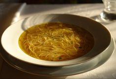 14 szépséges leves a karácsonyi asztalra | NOSALTY Xmas Dinner, Hungarian Recipes, Tortellini, Thai Red Curry, Soup Recipes, Chili, Spaghetti, Cooking, Ethnic Recipes