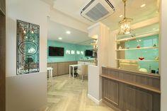 ティファニーブルーとモノトーンの世界に包まれたネイルサロンサムネイル Works Shop, Tiffany Box, Shop Interior Design, Salons, Nail Shops, House Styles, Table, Room, Clinic