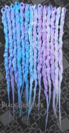 Crochet Synthetic Dreads • Free tutorial with pictures on how to make a dreadlock / fall in 8 steps