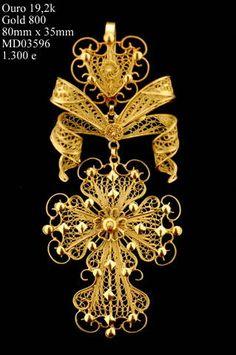 #Portuguese filigree - Catarina Jóias - Página Internet Filigree Jewelry, Antique Jewelry, Gold Jewelry, Jewelery, Vintage Jewelry, Jewelry Accessories, Portuguese Culture, Ancient Jewelry, Royal Jewels