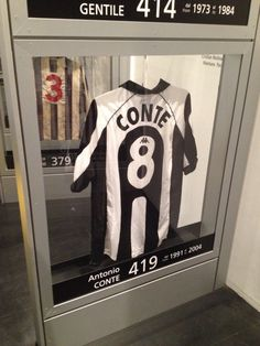 Juventus Museum-Maglia di Antonio Conte Juventus Stadium, Juventus Fc, Antonio Conte, Football Shirts, T Shirts For Women, Sports, Soccer Players, Hs Sports, Soccer Shirts