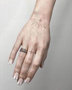 Dainty Tattoos, Cool Small Tattoos, Different Tattoos, Little Tattoos, Mini Tattoos, Altgriechisches Tattoo, Tatoo Henna, Poke Tattoo, Piercing Tattoo