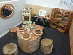 This dramatic play area is perfect for a reggio classroom. The table setting is all natural and made out of wood from the forrest. Reggio Emilia Classroom, Reggio Inspired Classrooms, Reggio Emilia Preschool, Dramatic Play Area, Dramatic Play Centers, Childcare Environments, Learning Environments, Preschool Rooms, Preschool Classroom