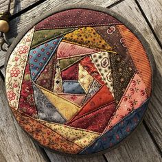 Create and Decorate: 18 DIY Felt Balls Projects And Crafting Ideas Crazy Patchwork, Patchwork Bags, Crazy Quilting, Mug Rug Patterns, Quilt Patterns Free, Paper Piecing, Felt Ball Rug, Memory Pillows, Little Presents