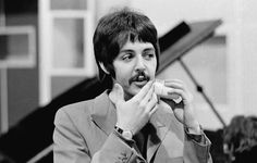 The history of The Beatles – albums, singles, life events of John Lennon, Paul McCartney, George Harrison and Ringo Starr. Paul Mccartney, Liverpool, Beatles Sgt Pepper, Band On The Run, The Ed Sullivan Show, Les Beatles, Beatles Photos, Sir Paul, The Fab Four