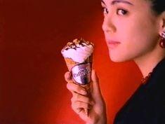 Eating Ice Cream Cone Gif Giant Ice Cream, Dog Ice Cream, Cream Cat, Ice Cream Day, Eating Ice Cream, Best Ice Cream, Eating Gif, Baby Eating, Ice Cream Desserts