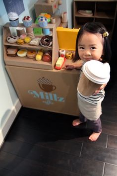 15 toys you can make with a cardboard box. 1 Mom made a whole cardboard coffee shop complete with felt food! Diy For Kids, Cool Kids, Crafts For Kids, Cardboard Crafts, Cardboard Kitchen, Cardboard Playhouse, Cutest Thing Ever, Dramatic Play, Diy Toys