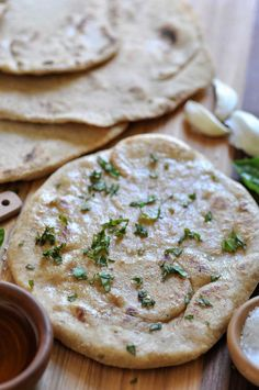 An easy and quick homemade vegan flatbread recipe. Only 15 minutes to make this 4 ingredient bread