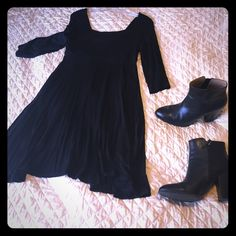 Simple LBD Only worn once or twice. Simple, soft (pajama-soft), stretchy, casual. Could be worn with flip flops to dress it down. Even Chuck Taylor's or Vans for a cute skater look. 95% rayon and 5% spandex. No trades, but make me an offer. Also, if you find two or three things you like, I'll bundle to save you some shipping cost. Soprano Dresses Mini