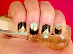 chevron nails! @Mandy Banks this made me think of you!